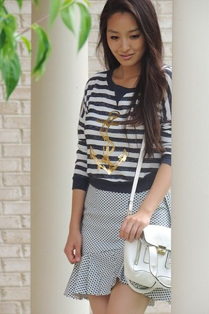 navy fluted Front Row Shop skirt - tawny strappy deb shoes - white LucyMint bag