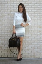 white crochet Spicy Avenue blouse - black leather Badgley Mischka bag