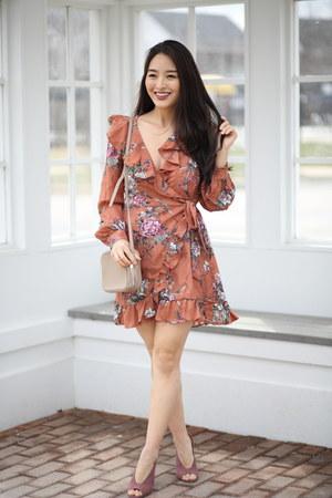 tawny floral Leith dress - tan GiGi New York bag