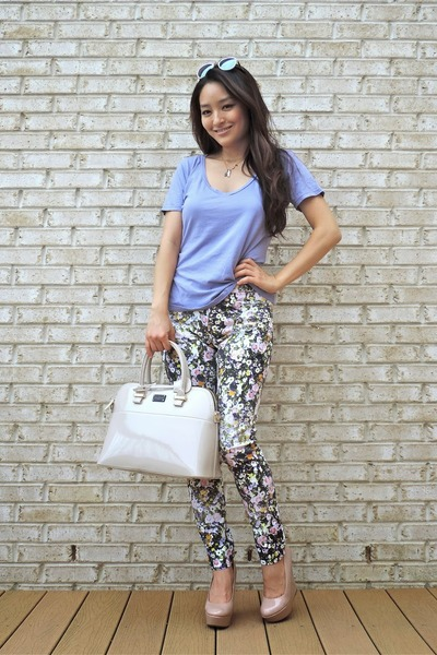 periwinkle floral madewell pants - beige pauls boutique bag