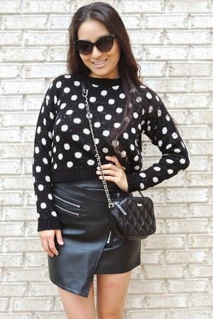 black polka dot crop Boohoo sweater - black crossbody kate spade bag