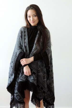 black blanket Boohoo scarf - black Chanel bag