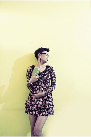 dark khaki ring - black flowers custom made dress - chartreuse Lacoste wallet