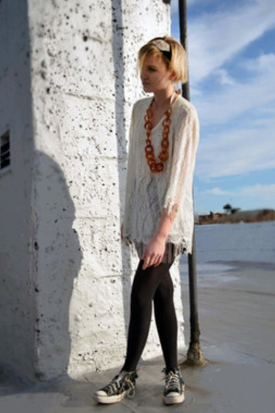 ivory lace vintage top - burnt orange amber vintage necklace