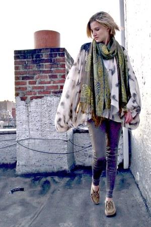 green fringed thrifted vintage scarf - gray liquid govil leggings