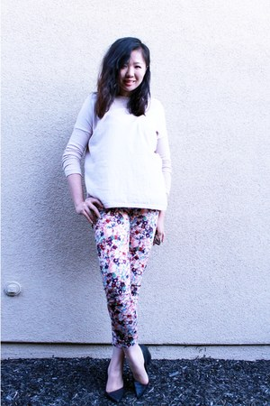 pink floral print pants - light pink knit sweater - black crocodile print heels