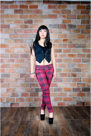 black YRYS vest - ruby red plaid Terranova jeans - black Kingsber heels