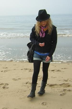H&M shirt - deichman boots - pink Balz scarf - Mango shorts
