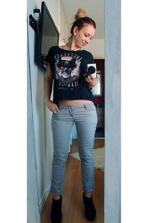 GINA TRICOT t-shirt - old pants - DinSko wedges