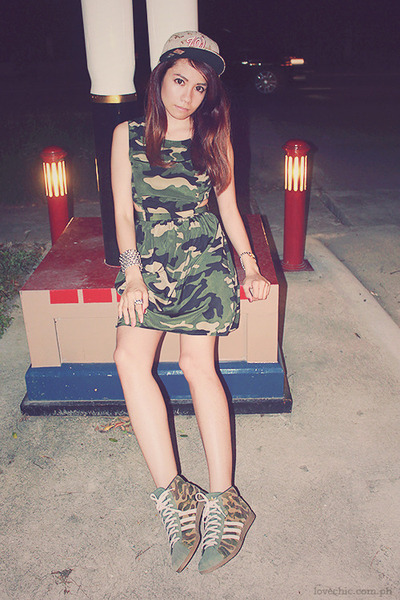 army green camouflage Forever 21 dress - dark green camouflage Adidas sneakers