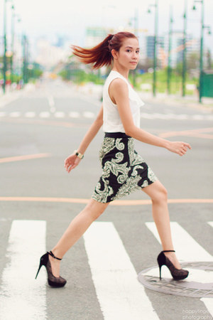 white ruffled EssenXa top - black pencil Blanc Et Noir skirt