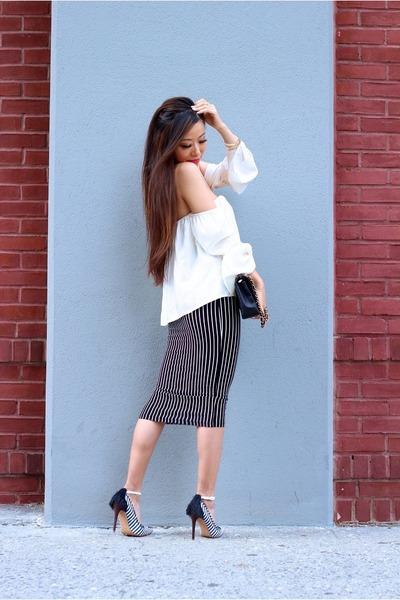 Skirt skirt - Bag bag - Shoes heels - Top top - accessories accessories