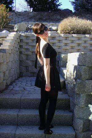 black American Apparel shirt - black Urban Outfitters skirt - black Gucci sungla