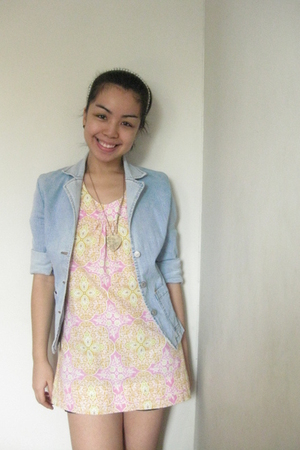 blue Terranova blazer - pink Greenhills top - black Greenhills shorts - gold gif