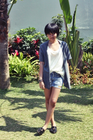 Billabong shorts - giordano top - Topshop shoes - kl bracelet - Guess accessorie