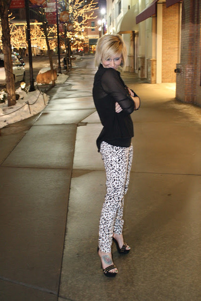 black and white printed pants | Gommap Blog