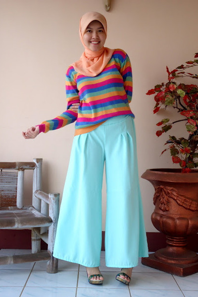 Elevate sweater - Fashionistas pants - UP wedges