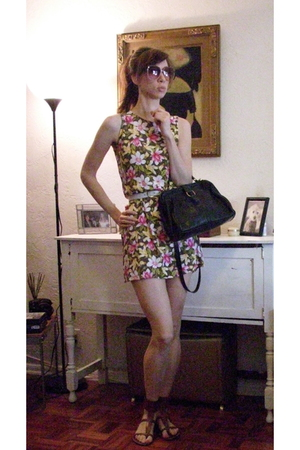 vintage dress - vintage sunglasses - coach purse - sam edelman shoes