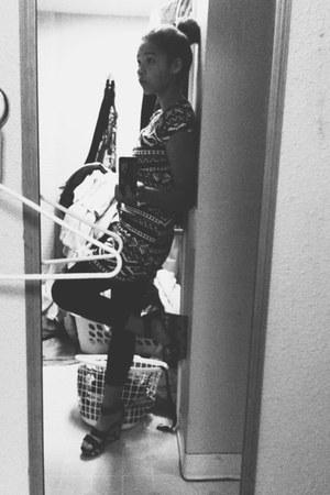 black Forever 21 dress - black thrift leggings - black Freddies wedges