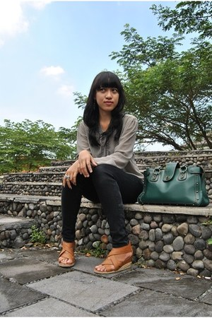 Bodytalk shirt - green satchel unbranded bag - brown Yongki Komaladi wedges