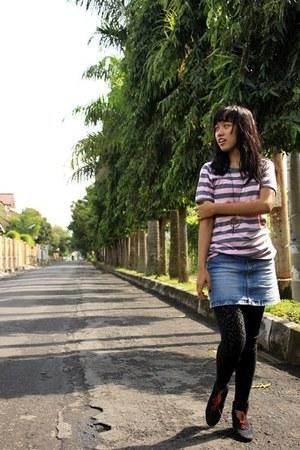 black boots - black animal print leggings - blue mini skirt skirt - pink stripes
