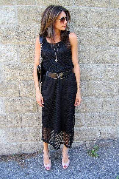 black moms dress - black tory burch belt - nude Guess heels - black Diesel belt