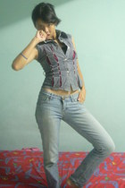 black tube top - heather gray top - light blue acid wash jeans - brown necklace