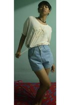 eggshell top - sky blue high waisted shorts - brown wooden necklace