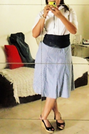 Gap top - H&M skirt - Charles & Keith shoes - human belt