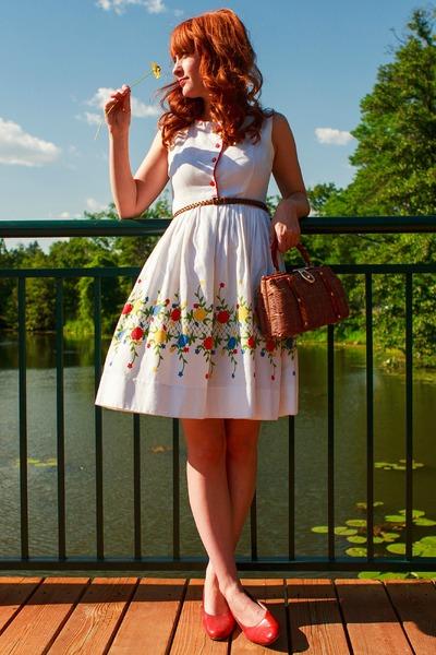 floral vintage dress - vintage purse - thrifted heels - braided H&M belt