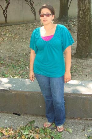 purple shirt - green shirt - blue jeans - silver shoes