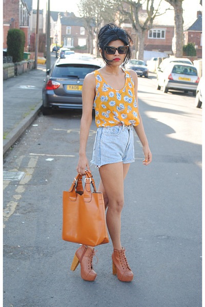 Jeffrey Campbell boots - Levis shorts - Glamorousuk top