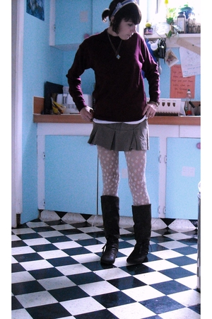 sweater - UO t-shirt - Roxy skirt - HUE stockings - Spring boots