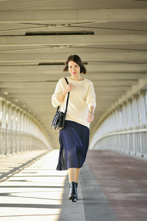 pleated Orsay skirt