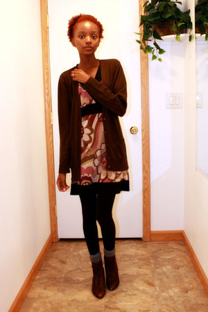 black leggings - brown cardigan - brown boots