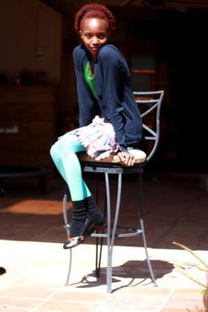 blue tights - green top - blue cardigan