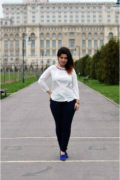 navy golden zipper c&a jeans - white silk gems Zara blouse