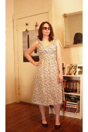 white Platos Closet dress - brown Old Navy shoes