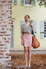 Tawny-purse-black-blouse-light-brown-belt-light-pink-skirt-beige-heels-