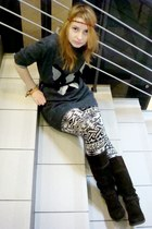 dark brown knee-high boots Tamaris boots - charcoal gray bulldog Bik Bok sweater