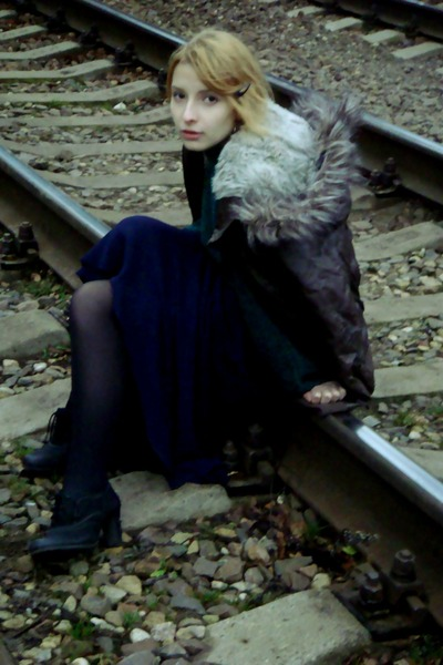 dark brown with fur pull&bear jacket - black ankle booties ecco boots
