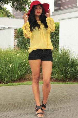red red ZNU hat - yellow yellow choiescom shirt - black short CNdirect shorts