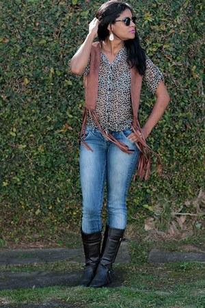 black vest - boots - tawny panties