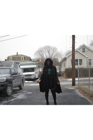 black faux fur triom vintage cape - green H&M sweater