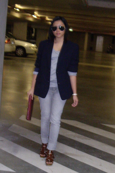 gray JayJays top - gray Valley Girl jeans - blue blazer - black sunglasses