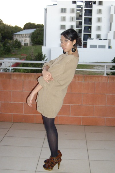diva earrings - Tommy Hilfiger sweater - tights - zu