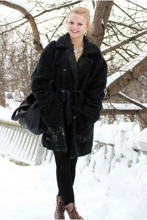 black Mikko coat - silver Bibi necklace