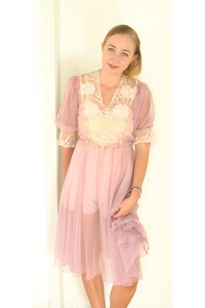 light pink vintage dress - cream vintage intimate
