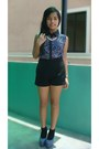 Black-berry-shorts-blue-pill-pumps-blue-esprit-watch