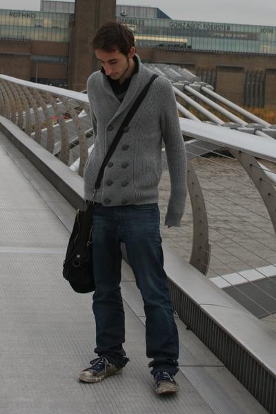 Zara jacket - Gas jeans - Converse shoes - H&M purse - pull&bear t-shirt
